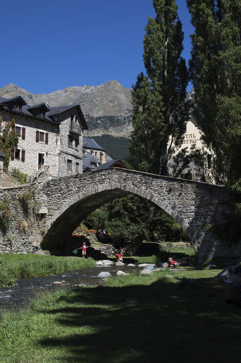 Puente de Sallent de Gállego, junto al parque.